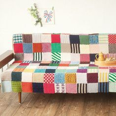 Today's 'crochet in the home' pic was found on the Japanese website fellisimo. It's basically a crocheted patchwork sampler afghan. Nice idea!