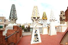Home to bars, restaurants and beautiful centres of culture, discover the best things to do and see in El Raval, Barcelona's trendy neighbourhood. Barcelona Tourism, Antoni Gaudi, Parking Design, Cool Bars, Historical Sites, World Heritage Sites, Facade, Spain, Fair Grounds