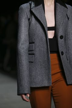 See detail photos for Narciso Rodriguez Fall 2017 Ready-to-Wear collection.