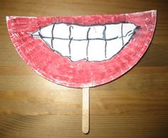 Funny Teeth Craft to promote dental health! #family #pediatric #kids #crafts #dentalart #familyfun #dentist
