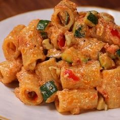 "This is ""Rigatoni al pesto di pomodori secchi, zucchine croccanti e noci"" by Al.ta Cucina on Vimeo, the home for high quality videos and the people who… Italian Chicken Dishes, Comida Diy, Pasta Recipes, Cooking Recipes, Vegetarian Recipes, Healthy Recipes, Pasta Dishes, Italian Recipes, Food And Drink"