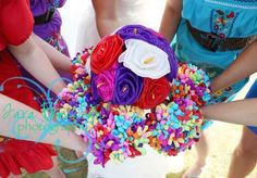 I like the bridesmaids bouquets. Dainty. Can't figure out what they're called or a tutorial how to make them!     http://diy.weddingbee.com/topic/mexican-paper-flowers-bouquets