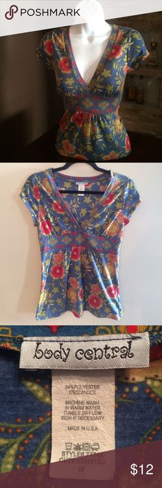 Cute & comfy floral top Colorful fun top. There is a bee slight discoloration caused by numerous washes. No stains or flaws. Lots of life that can be worn for a few seasons. In very good condition Body Central Tops
