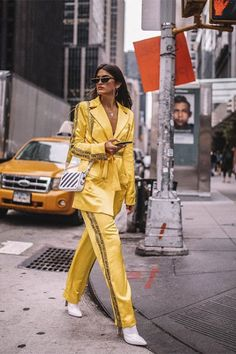 Discover the details that make the difference of the best streetstyle unique people with a lot of style Nyfw Street Style, Cool Street Fashion, Casual Street Style, Street Chic, Street Style Women, White Outfits For Women, Trendy Outfits, Fashion Outfits, Style Fashion