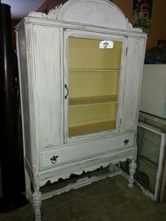 China Cabinet, Pickles, Lockers, Locker Storage, Shabby Chic, Facebook, Furniture, Beautiful, Home Decor