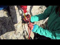 Tying a Munter Mule Overhand (MMO) - YouTube