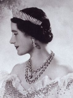 Weekend Bonus: The Queen Mary Fringe Tiara | A Tiara a Day-Queen Elizabeth the Queen Mother (1900-2002) wears the Queen Mary Fringe Tiara. She also wears two necklaces: the Queen Victoria Diamond Collet Necklace, worn by the last four British queens at their coronations, plus a longer collet necklace that was a gift from her husband, King George VI