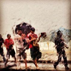 Na chuva. Leblon Rio de Janeiro. Foto By Fernanda Vasconcelos