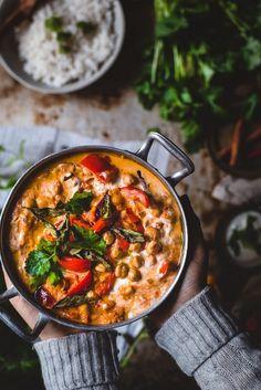 Tikka masala kikherneillä (V, GF) – Viimeistä murua myöten Vegan Recipes Easy, Wine Recipes, Indian Food Recipes, Vegetarian Recipes, Vegan Tikka Masala, Food Crush, Vegan Meal Prep, Vegan Foods, Easy Cooking