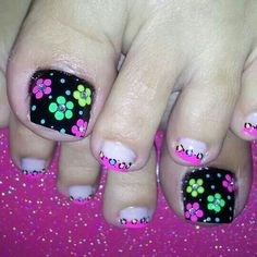 Uñas Pedicure Designs, Diy Nail Designs, Manicure E Pedicure, Cute Toe Nails, Toe Nail Art, May Nails, Hair And Nails, Pretty Pedicures, Funky Nail Art
