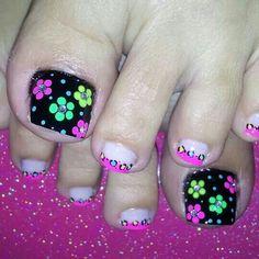 Pedicure Designs, Diy Nail Designs, Manicure E Pedicure, Cute Toe Nails, Toe Nail Art, May Nails, Hair And Nails, Pretty Pedicures, Funky Nail Art
