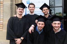 La joie des étudiants WIBS après la remise des diplômes !