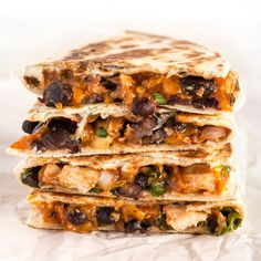 BBQ Chicken Quesadillas These Ultimate BBQ Chicken Quesadillas are packed with colorful ingredients and deliciously tangy BBQ sauce! These Ultimate BBQ Chicken Quesadillas are packed with colorful ingredients and deliciously tangy BBQ sauce! Tostadas, Tacos, Mexican Food Recipes, Dinner Recipes, Ethnic Recipes, Enchiladas, Bbq Chicken Quesadilla, Bbq Quesadilla Recipes, Burritos
