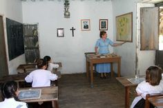 Woman teaching in a old school of #GuiadeIsora #Tenerife during the 'Day of Traditions'