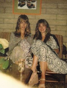a candid photo of Mary Torrey and Stevie sitting on a 70's sofa ~ check out Stevie's wedged cork sandals    ~ ☆♥❤♥☆ ~  anything for that extra height for little Stevie