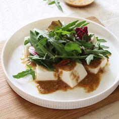 연두부샐러드 - 아내의 식탁 Low Carb Recipes, Vegan Recipes, Cooking Recipes, Vegetable Seasoning, Korean Food, Salad Dressing, Food Plating, No Cook Meals, Tofu