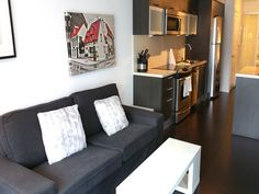 TORONTO-Walk to Downtown Hospitals! Furnished 2 Bedroom Condo w/City Views – Wifi included