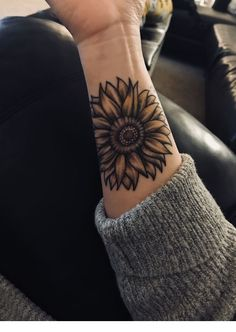 Cover Up Tattoos On Wrist . Cover Up Tattoos On Wrist . 26 Likes 93 Ments Tattoos Tattoos Of Insta On Sunflower Tattoo Sleeve, Sunflower Tattoo Shoulder, Sunflower Tattoos, Sunflower Tattoo Design, Unique Tattoos, Beautiful Tattoos, Small Tattoos, Tattoos For Guys, Pretty Tattoos
