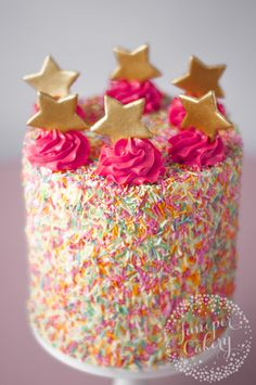 Really nice recipes. Every hour. — A Mess-Free Method for Making Fun Sprinkle Cakes. Pretty Cakes, Cute Cakes, Beautiful Cakes, Amazing Cakes, Cake Decorating Tips, Cookie Decorating, Mini Cakes, Cupcake Cakes, 3d Cakes