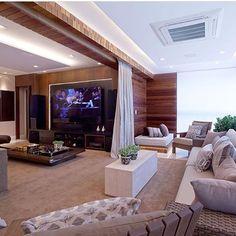 Aconchegante, moderno e sofisticado! Amo essa combinação do branco + madeira.😍❤️ #dicadedecor