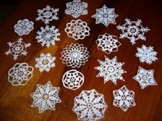Crochet Snowflakes, Christmas Snowflakes, Christmas 2017, Christmas Tree Ornaments, Christmas Decorations, Crochet Designs, Crochet Patterns, Animal Print Rug, Origami