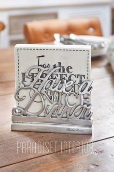 Ny serviettholder i metall fra Riviera Maison. Høyde 14cm Husk å klikke for å se bilder av begge sidene! :)