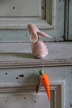 rabbit with carrot by swig - filz felt feutre, via Flickr