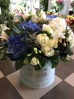 Εντυπωσίασε με κομψές ανθοσυνθέσεις σε κουτιά & καπελιέρες από το Les Fleuristes! #flowersinabox #ανθοσύνθεση #λουλούδια #ανθοπωλείο #lesfleuristes #διακόσμηση #δώρο Flower Boxes, Flowers, Floral Wreath, Wreaths, Home Decor, Window Boxes, Decoration Home, Room Decor, Florals