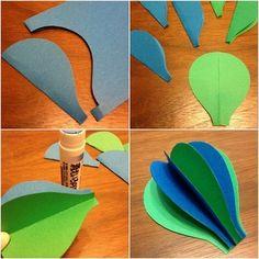 型紙を用意します(1個の気球につき型紙を6枚)。 折ったまま貼りあわせていきます。(最後の一枚はまだ貼り合わせません。)