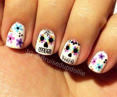 sugar skull colorful flowers nails Liu Owens Siqueira Reinderswho would give you e. Skull Nail Designs, Skull Nail Art, Fall Nail Art Designs, Halloween Nail Designs, Halloween Nails, May Nails, Hair And Nails, Cute Nails, Pretty Nails
