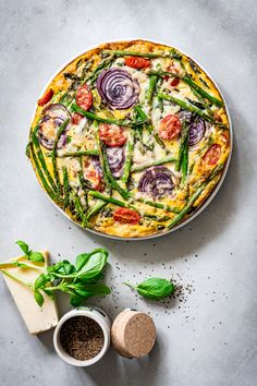 Ga je naast smaak voor looks, dan wordt deze quiche met gehakt en aspergetips ze… If you go for taste for looks, then this quiche with minced meat and asparagus tips is definitely a favorite! This low-carb quiche goes into the oven for 30 minutes A Food, Good Food, Food And Drink, Yummy Food, Veggie Recipes, Cooking Recipes, Healthy Recipes, Lunch Snacks, Low Carb Quiche