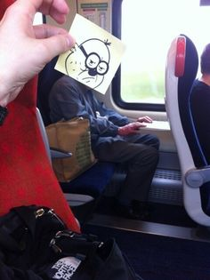 A Funny Way To Pass Time On Public Transport (7 of 17 Pics)