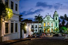 Pernambuco - Olinda foi fundada pelos portugueses em 1537, ocupada pelos holandeses de 1630 a 1654, resgatada pelos portugueses. O centro histórico tem cerca de 70 hectares e está sobre 7 colinas.