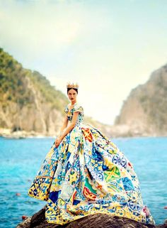 "Nadja Bender wears Dolce & Gabbana Alta Moda Fall/Winter 2014 in ""La Canzone Del Mare"" for Vogue Japan October 2014 photographed by Boo George Foto Fashion, Fashion Week, High Fashion, Ss15 Fashion, Fashion Fall, Fashion Shoot, Fashion Brands, Luxury Fashion, Vogue Japan"