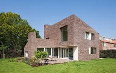 Brick House by Zecc Architecten
