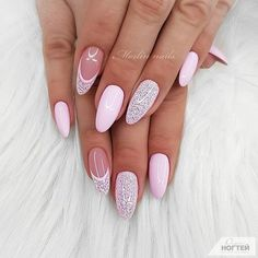 The trend of almond shape nails has been increasing in recent years. Many women who love nails like almond nail art designs. Almond shape nails are suitable for all colors and patterns. Almond nails can be designed to be very luxurious and fashionabl Pink Nails, Glitter Nails, My Nails, Sugar Glitter, Cute Nails, Pretty Nails, Simbolos Tattoo, Almond Nail Art, Almond Nails
