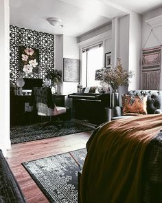 Bohemian decor vibes in my small apartment styling. Click through for more studio apartment decor in Bohemian Studio Apartment, Studio Apartment Decorating, Studio Apt, Ux Design, Small Bedroom Ideas For Couples, Small Studio Apartments, Interior Styling, Interior Design, Wholesale Home Decor