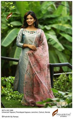 Best 12 I luv this duppata – SkillOfKing. Kurta Designs Women, Salwar Designs, Churidhar Designs, Salwar Pattern, Kurta Style, Dress Neck Designs, Blouse Designs, Kurta Neck Design, Indian Designer Suits