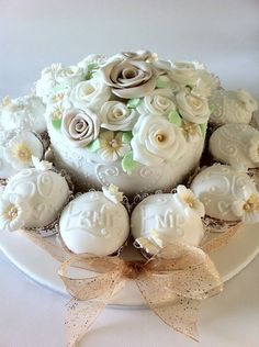 50th Wedding Anniversary Cake with Cupcakes