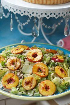 Grilled Peach Salad with Blue Cheese, Toasted Almonds, Peach Vinaigrette dip toast toast design hawaii rezepte ideas rezepte rezepte mit ei überbacken rezept Grilled Peach Salad, Grilled Fruit, Grilled Peaches, Healthy Fruits, Healthy Snacks, Healthy Eating, Healthy Breakfasts, Protein Snacks, Healthy Smoothies