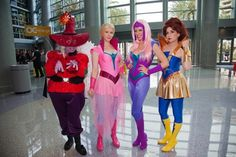 If I ever win the lotto and go to WonderCon I need to meet up with these ladies!