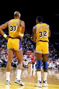 Kareem Abdul and Magic Johnson ~ LA Lakers Not a LA fan but these two are legends! Basketball Pictures, Love And Basketball, Basketball Legends, Basketball Players, Larry Bird, Showtime Lakers, Best Nba Players, Kareem Abdul Jabbar, Nba Championships