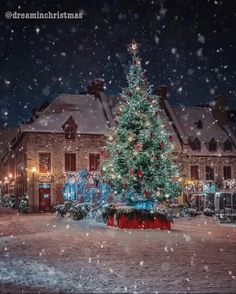 ❄ 20 Magical, Snowy, Animated Christmas Scenes To Start Getting You In The Holiday Mood — Style Estate Christmas Scenery, Christmas Mood, Merry Little Christmas, Noel Christmas, Christmas Images, Christmas Lights, Christmas Decorations, Holiday Mood, Beautiful Christmas Pictures