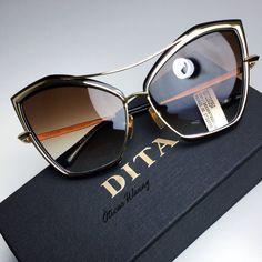 Glasses Frames Trendy, Nice Glasses, Glasses Outfit, Fashion Eye Glasses, Cute Sunglasses, Sunglasses Women, Rose Gold Accessories, Eyeglasses, Retro