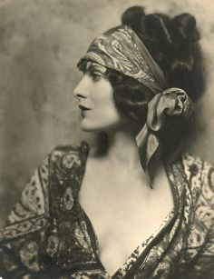 20's style Eastern influence on Western fashion
