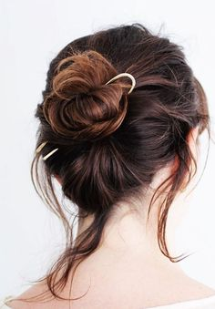 ◊ Brass hairpins are given a hammered texture for a modern, yet organic look. ◊ We recommend the 5 hair pin if you want to wear your hair fully up, and the 3 hair pin if you want to wear your hair half up. Clip Hairstyles, Messy Hairstyles, Wedding Hairstyles, Textured Hair, Hair Lengths, Hair Goals, Hair Pins, Hair Inspiration, Hair Makeup