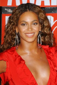 Beyonces long curly hairstyle at the 2009 Video Music Awards!