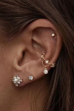 An orbital piercing is a type of piercing where a piece of round jewelry enters and exits two perforations in the ear. To go through the piercing usually, t Hoop Earrings Outfit, Bar Stud Earrings, Rose Gold Earrings, Crystal Earrings, Diamond Earrings, Jacket Earrings, Diamond Jewelry, Tanzanite Jewelry, Buy Earrings
