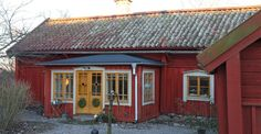 Jul och höst ‹ Kammebornia This Old House, Tiny House, Stockholm, Small Horse Barns, Sweden House, Red Houses, Yellow Doors, Decor Styles, Countryside