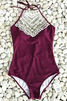 Live life on the beach, live life by your own feelings. with high-quality & better service! Cupshe Broken Wine Halter One-piece Swimsuit is filled with all awesome elements you want. Pick it up for beach life. Summer Bathing Suits, Cute Bathing Suits, Summer Suits, Summer Wear, Vintage Bathing Suits, Bathing Suits One Piece, Modest Swimsuits, Cute Swimsuits, Ropa Interior Boxers